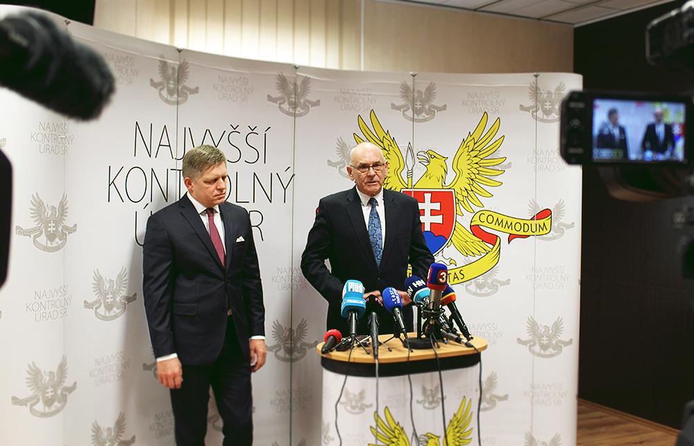 R. Fico, predseda vlády a K. Mitrík, predseda NKÚ
