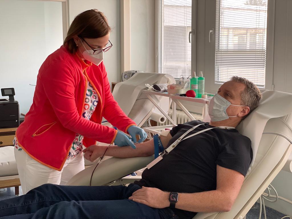 Ľ. Andrassy je aktívny darca krvi a držiteľ Zlatej Jánskeho plakety, 2021