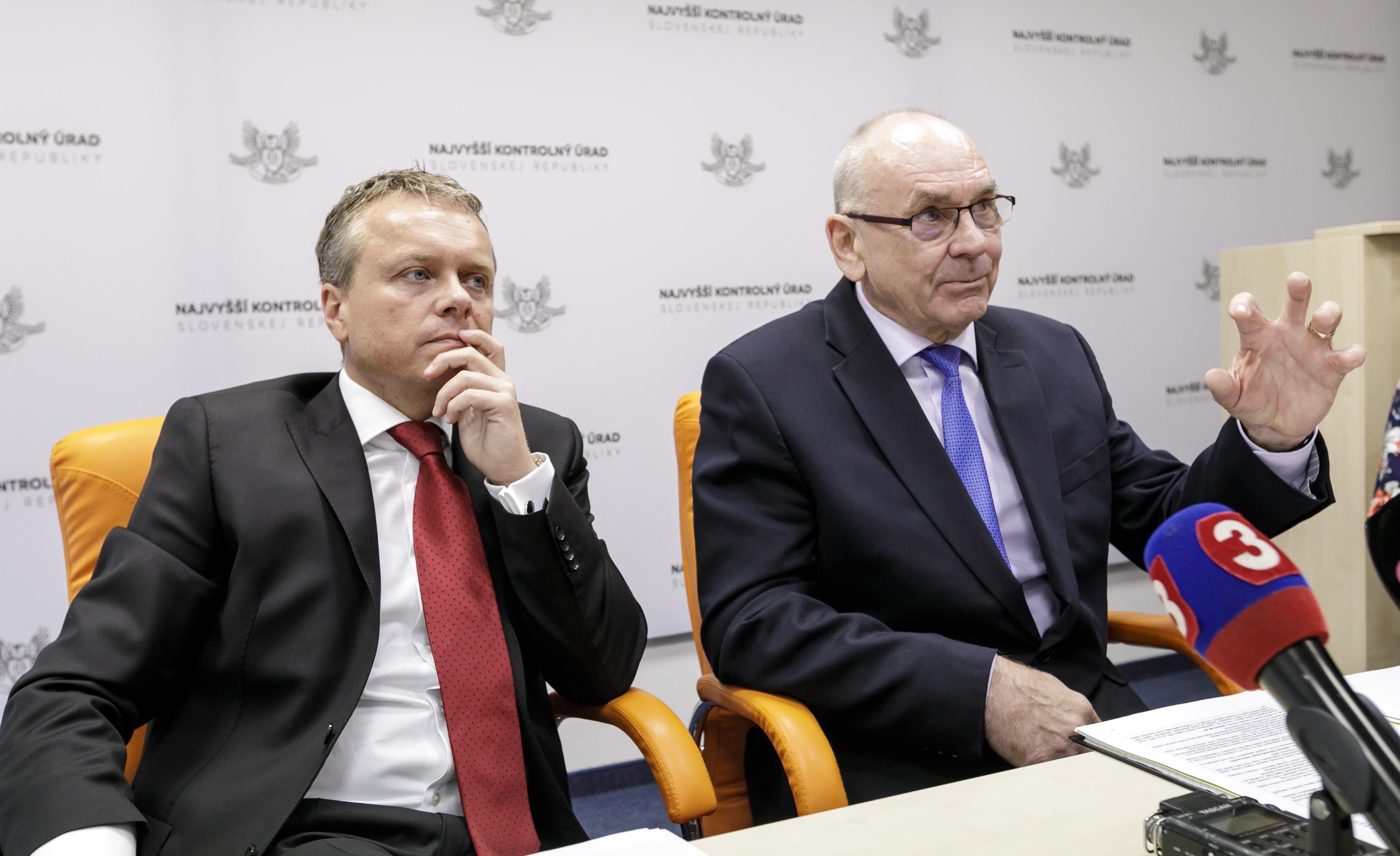 Ľ. Andrassy, gen. riaditeľ kancelárie a Karol Mitrík, predseda NKÚ SR