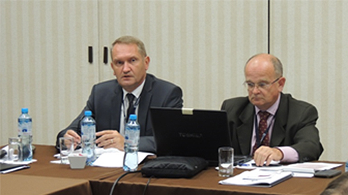 Igor Šulaj, the SAI SR Vice-President, presents the Sub-Committee report at its meeting